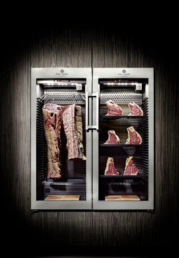 Der DryAger Fleischreifeschränk lockt Männer zurück in die Küchen - inklusive mehrstündiger Kochvorgänge. (Foto: DryAger)