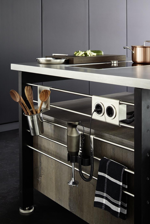 ... einen Kochblock mit funktionalen Details von Steckdose bis Kochutensil.. (Foto: eggersmann)