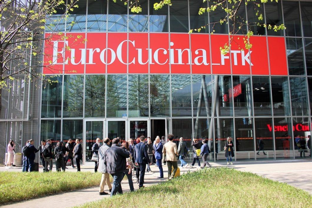 Mit Spannung erwartet, angespannt verschoben: die global erfolgreiche Küchenmesse EuroCucina in Mailand wurde vorerst von April auf Mitte Juni verschoben. Zahlreiche Neuheiten der Hersteller müssen bereits im Vorfeld verkündet werden. (Foto: Susanne Maerzke)
