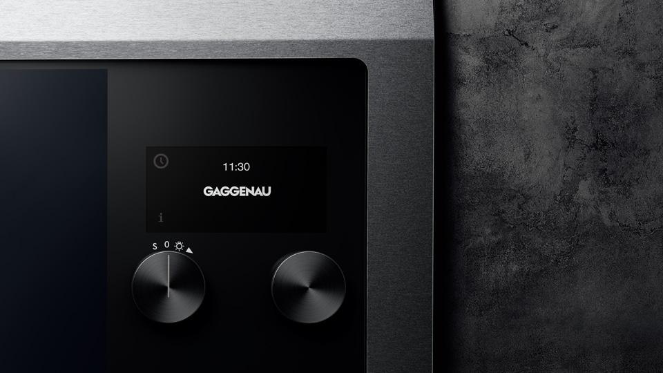 Die neueste Variante des Gaggenau EB 333-Backofens von 2016 ist mit einem hochfunktionalen TFT-Display ausgestattet, welches intuitiv zu bedienen ist und neben Temperatur, Uhrzeit, Heizmethode und Timer auch individuelle Rezepte anzeigt. (Foto: Gaggenau)