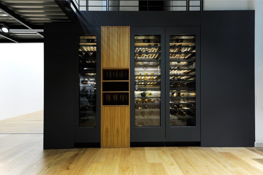 Weinkühlschränke bieten auch im Privathaushalt sehr viele Vorteile: Schutz vor UV-Licht, Erschütterung und einem möglichen Kippen der Weine werden hierbei professionelle Maßstäbe entgegengesetzt. (Foto: Gaggenau)