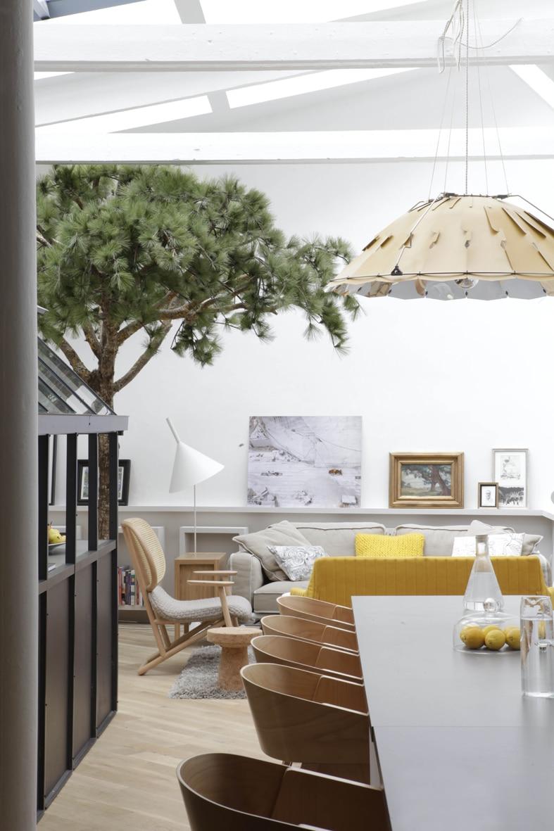 (Foto: Grégoire de Lafforest) Esstisch IKEA und Pendelleuchte