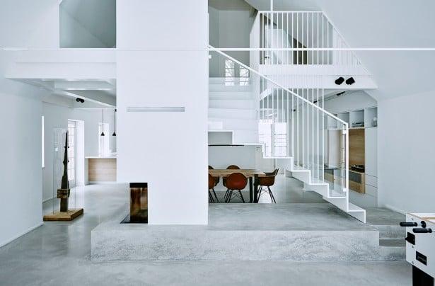 Hellgrauer Beton lässt das Interior kühl, aber ebenso zeitlos und modern wirken. (Foto: grotheer architektur/ Nina Struve)
