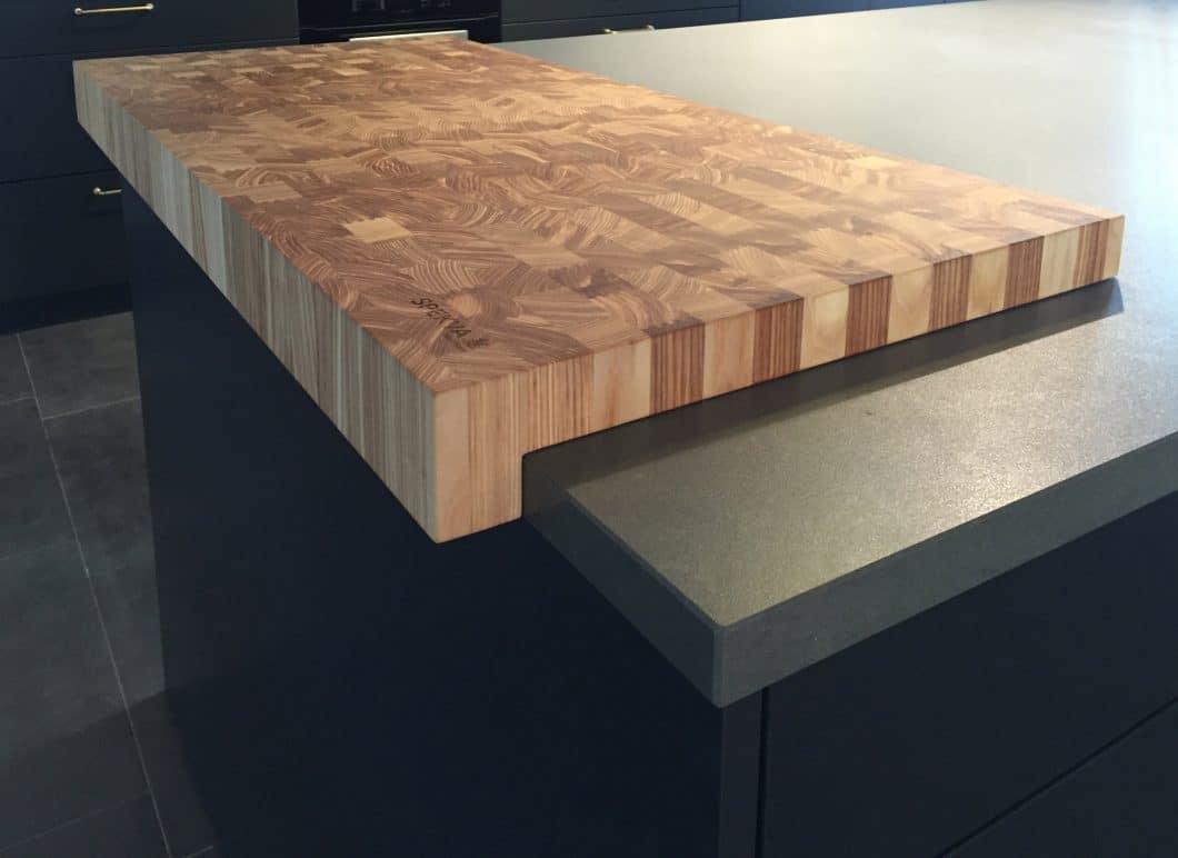 Die verschiedenen Qualitätsausführungen Royal, Classic, Prima und Hirnholz (Bild) sorgen für unterschiedliche Holzoberflächen und Stile. Jedes Produkt, das die Produktionshallen verlässt, ist daher auch ein Unikat. (Foto: SPEKVA)