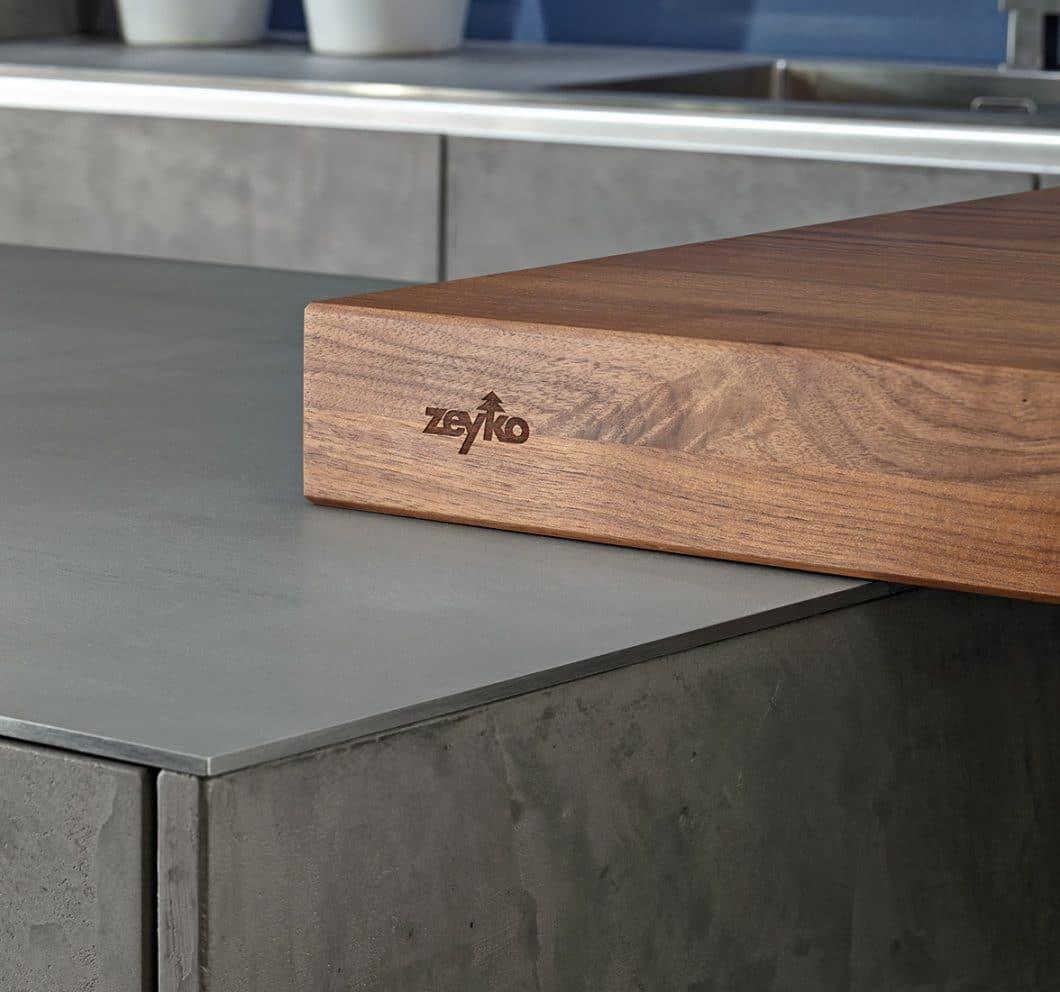 """zeyko startet 2018 wieder durch: Mit dem Programm """"echt zeyko - echte Materialien"""" zeigt die Küchenmanufaktur aus dem Schwarzwald, dass sie immer noch zu den absoluten Premiumanbietern von Küchen gehört. (Foto: zeyko)"""
