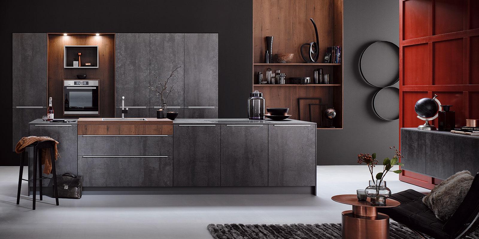 Gerade beim beliebten Industrial Style darf der Einsatz von Beton auf keinen Fall fehlen. Diese Stilrichtung wird von rauen und eher kühleren Materialien charakterisiert, wie zum Beispiel Metall, Stein und natürlich Beton.