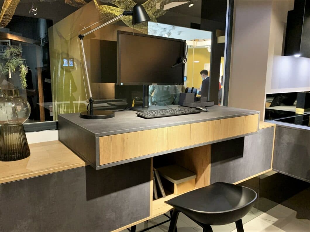 ...ebenso wie das derzeit vielzitierte Home Office. Nahezu alle Produzenten haben eine Nische in ihrer Ausstellung hierfür freigeräumt. (Foto: Küchen&Design Magazin)