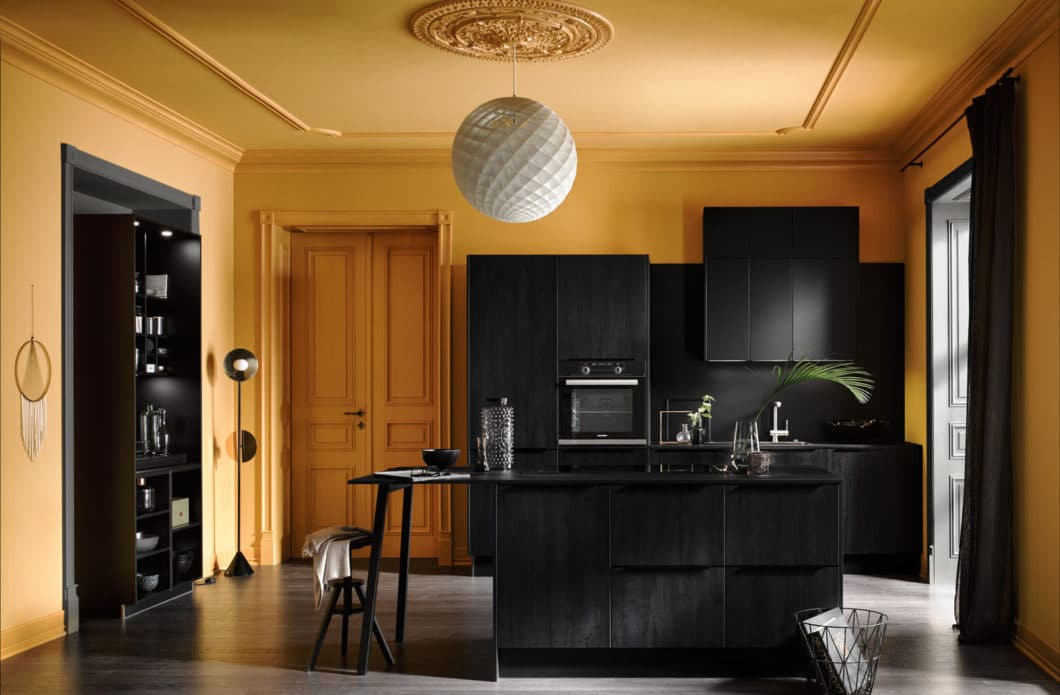 Rustikal? Ausgefallen? Gemütlich? Boheme? Der Küchenstil, für den Sie sich entscheiden, gibt schon erste Richtlinien für Farbe und Materialwahl vor. (Foto: Häcker)