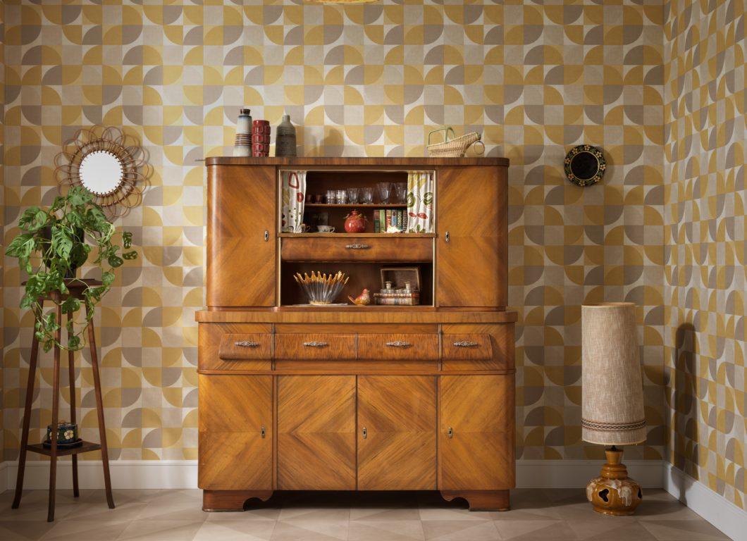 """Wie alles begann: zum 60. Jubiläum des ersten Küchenbuffets """"Heidi"""" erinnert SCHMIDT mit Bildern des einst begehrten Möbelstücks an die Anfänge des Unternehmens - und spendiert 2019/20 eine Neuauflage. (Foto: SCHMIDT Küchen)"""