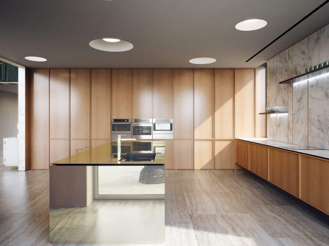 Die Holzküche nähert sich dem MidCentury-Stil durch helles Eichenholz, eingelassene Deckenlichter und einem Kachelboden mit imitierten Holzfliesen an - dazu werden moderne Elemente wie die verglaste Kücheninsel kombiniert. (Foto: Aleksandr Kalinov/ HomeDesigning)
