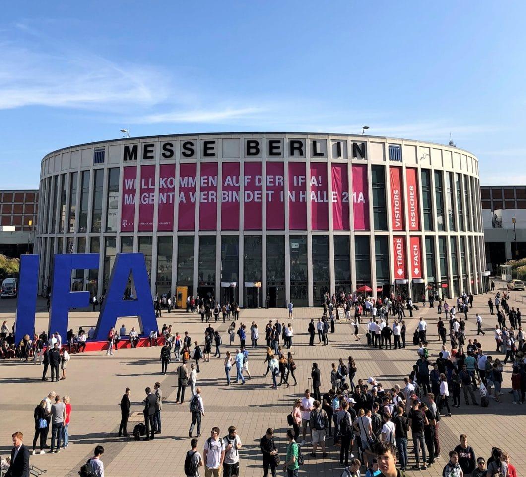 Jedes Jahr ist die IFA in Berlin Anlaufpunkt für viele tausend Technikbegeisterte und Fachbesucher. Auch die Küchenbranche ist immer stärker mit Neuheiten vertreten. (Foto: Sophie Engelhard, Archiv)