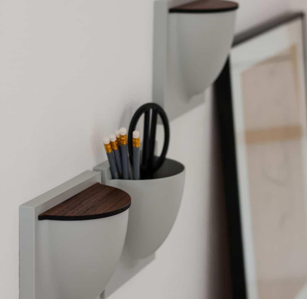 Bürobedarf oder Bastelarbeiten? Können stilsicher und mit zuklappbarem Deckel direkt am Schreibtisch integriert werden. (Foto: Instagram Image by the aesthetic.eye)