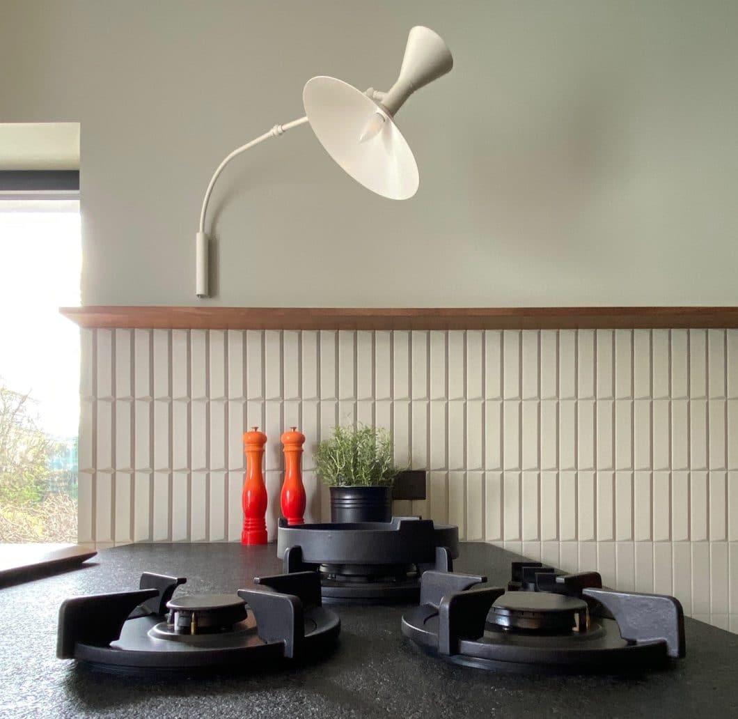 In dieser Küche von LAR Studio treffen Design und Funktionalität in einem enorm durchdachten, einzigartigen Spektrum aufeinander. Eine ähnliche Küche wie diese: es gibt sie schlichtweg nicht noch einmal. (Foto: LAR Studio)