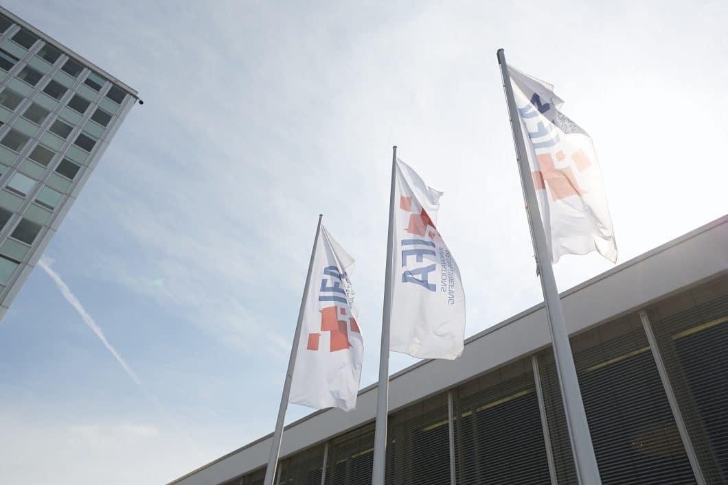 <em>Jährlich werden auf der Internationalen Funkausstellung in Berlin unzählbare Innovationen der unterschiedlichsten Hersteller präsentiert. Wer am Puls der Zeit sein möchte, stattet den eindrucksvollen Messeständen einen Besuch ab oder informiert sich im Nachhinein über die wichtigsten Neuheiten. (Foto: Scheffer)</em>