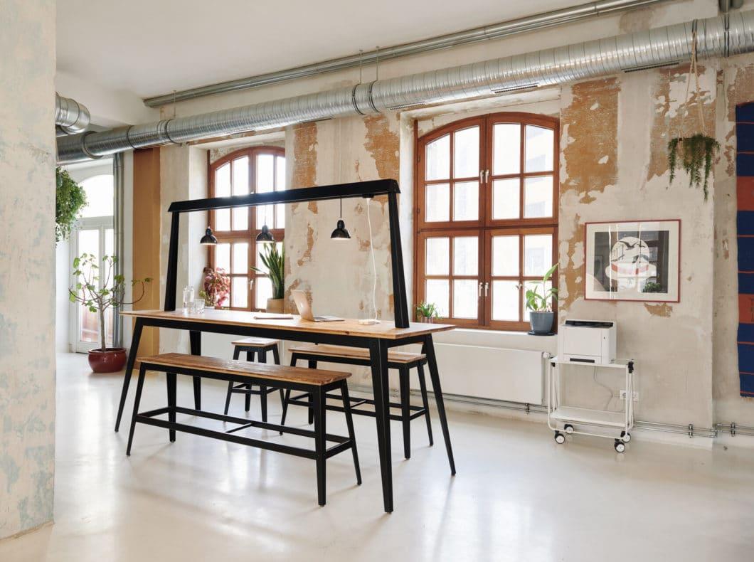 Der Traversentisch von JAN CRAY eignet sich fürs eigene Home Office (in Zukunft) ebenso wie für Co-working Spaces, offene Büroräume und Cafés. (Foto: Jan Cray)