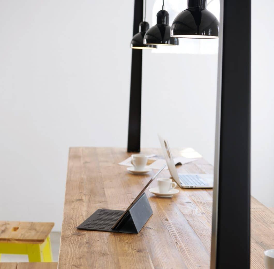 Home Office? New Work? Begriffe, die noch vor wenigen Wochen vorrangig mit Start-Ups in Verbindung gebracht wurden, dominieren aktuell einen Großteil der Arbeitskultur in Deutschland und Österreich. (Foto: Jan Cray)