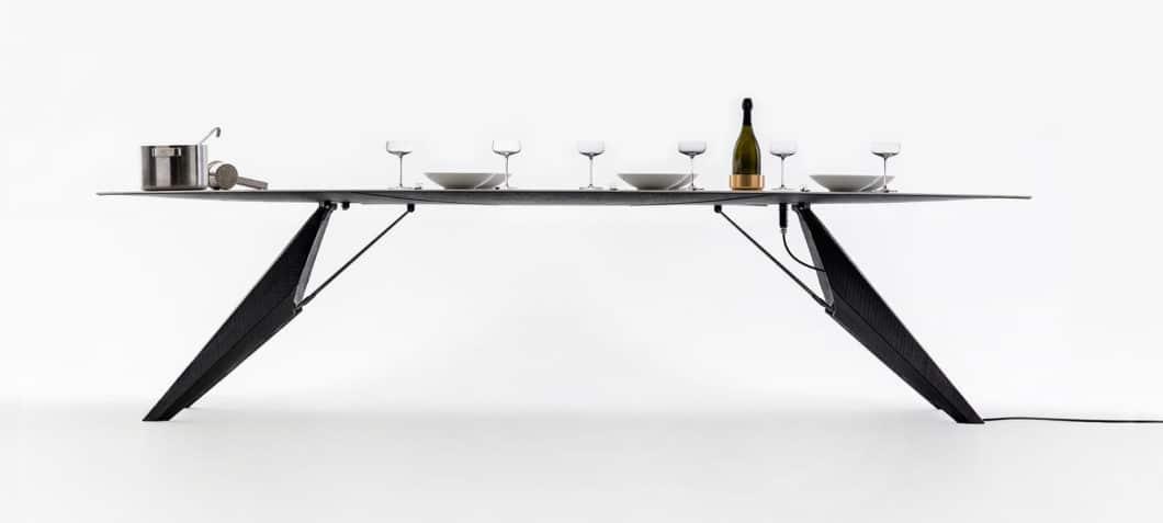 Der SmartSlab Table hat ein puristisches, elegantes Erscheinungsbild, das sein Können auf den ersten Blick geschickt versteckt. (Foto: Kram/Weisshaar for SapienStone)