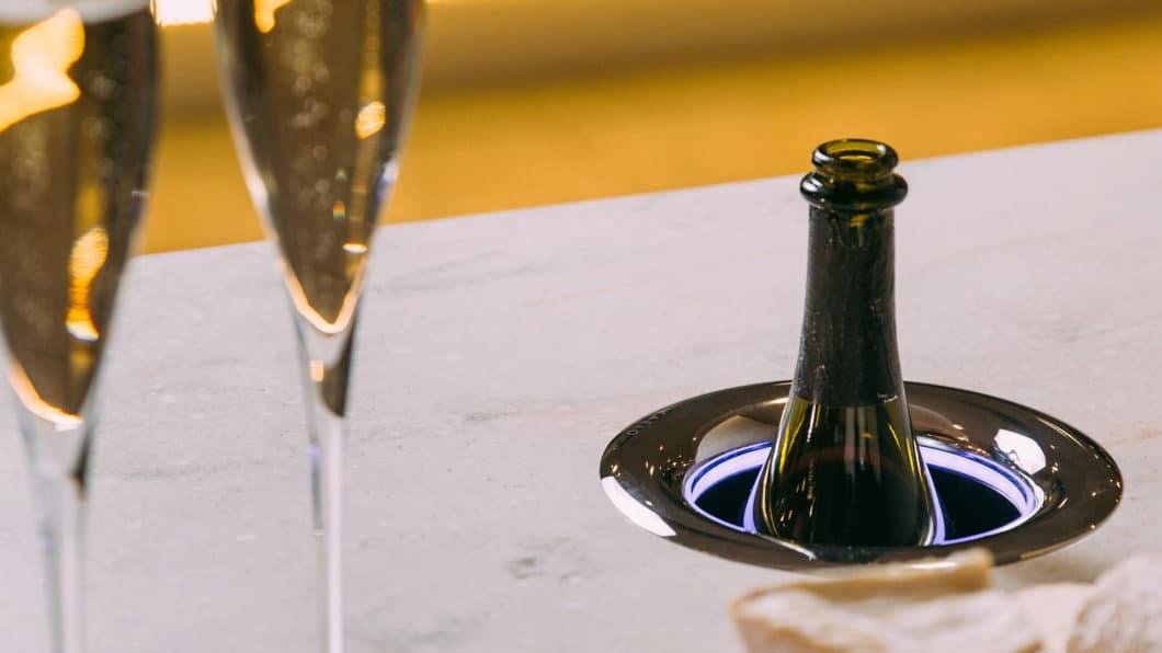 Luxuriöse Weinkühler sind keine Erfindung der Stunde. Wohl aber ein Produkt wie Kaelo, das mit patentierter Trockentechnik kühlt - ohne zu tropfen. (Foto: kaelo.co.uk)