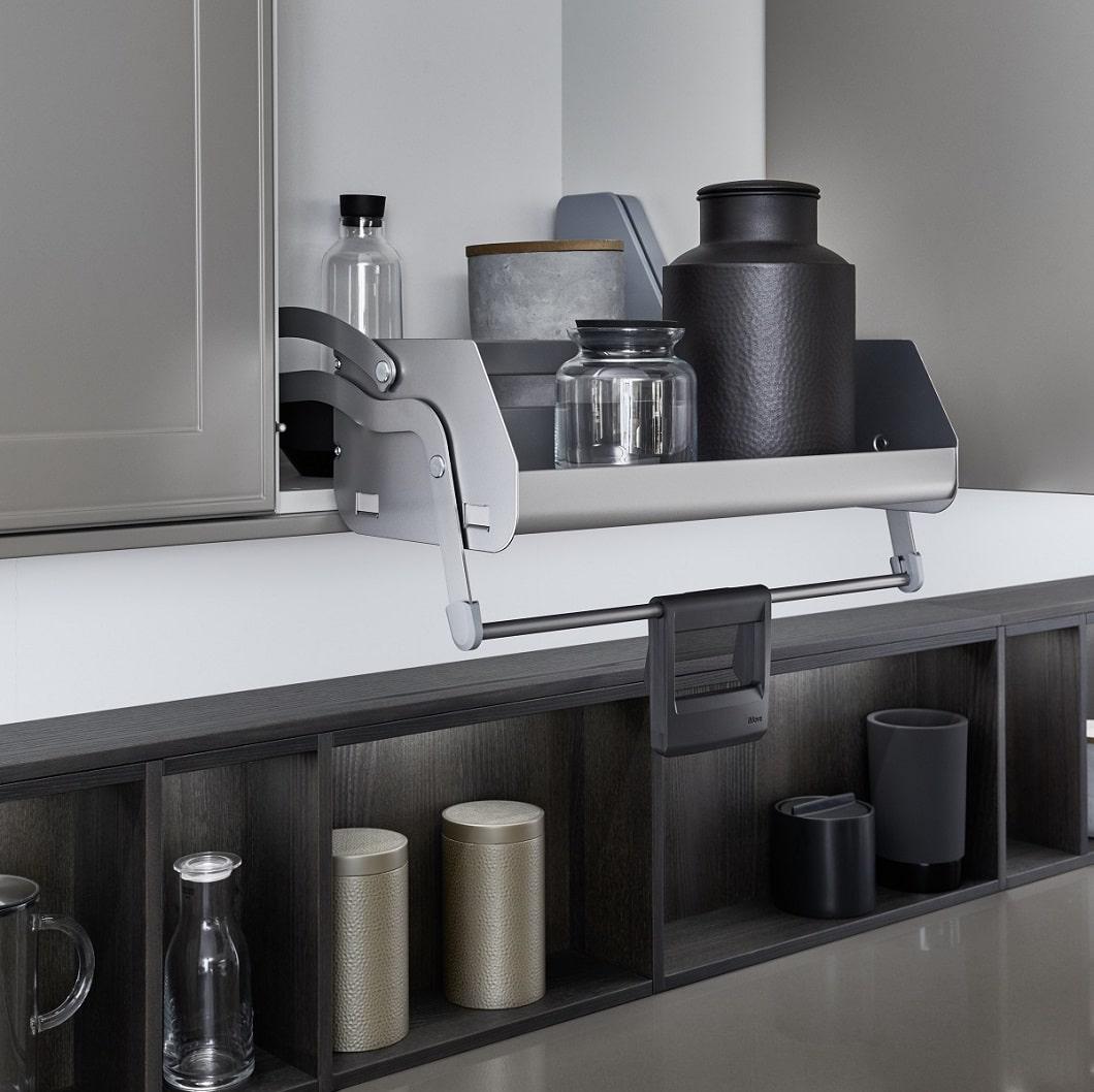 Kesseböhmer-Auszüge finden Platz in den Oberschränken von hochwertigen Küchenherstellern. Künftig könnten diese Küchenschränke per Kamera eingesehen werden. (Foto: LEICHT)