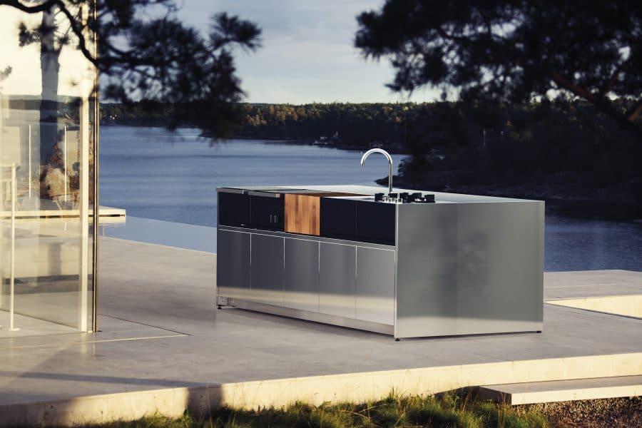 Die kompakten und höchst funktional designten Kitchen Islands von Röshults zählen zur teuersten Kategorie von Outdoor-Küchen. (Foto: Röshults)