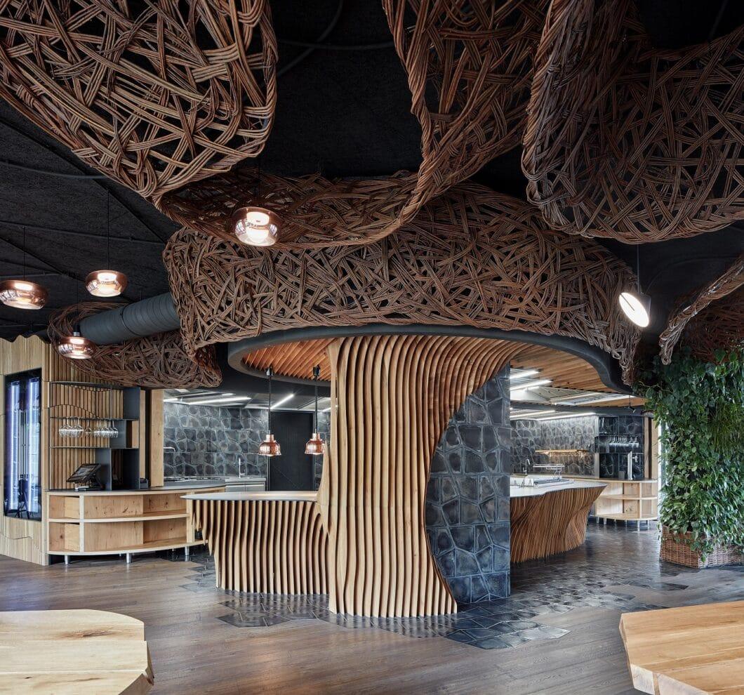 Ungewöhnliche Architektur säumt die ebenso modern ausgerichtete Küche Tschechiens - entgegen der landläufigen Erwartung. (Foto: STK Restaurant/ Komplits/ BoysPlayNice)