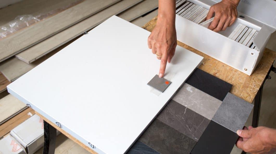 Es gibt Materialien, die sich mal besser und mal schlechter für die Küchenplanung eignen. Grundsätzlich gibt es aber nichts, was es nicht auch in günstigerer oder widerstandsfähigerer Optik als Imitation gibt. (Foto: stock adobe/ Gianfranco Bella)