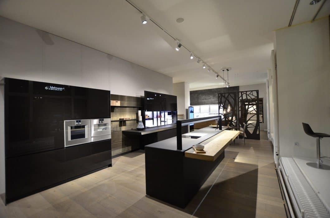 Ein gutes Küchenstudio hält sowohl bei der Planung als auch bei der Umsetzung die Fäden in der Hand und koordiniert die Gewerke, die an der Realisierung Ihres neuen Küchenraums beteiligt sind. (Foto: Küchenatelier Piekarz)