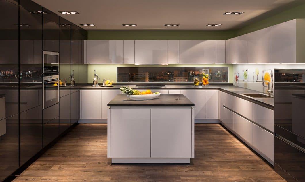 Eleganz und Modernität zeichnen die Modelle von Rempp Küchen aus. Hinzu kommt ein starker regionaler Faktor, der in Zeiten steigenden Umweltbewusstseins eine immer wichtigere Rolle spielt. (Foto: Rempp Küchen)