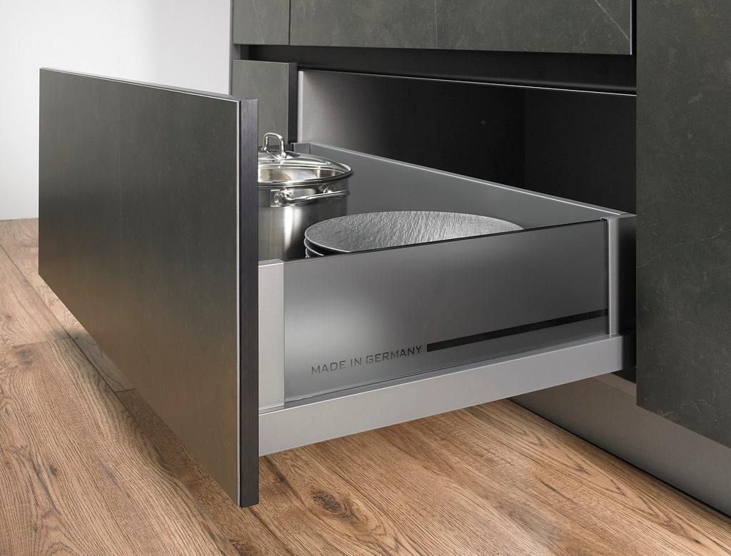 """Wie bei allen Produkten aus dem Haus V&B prangt """"made in Germany"""" als oberstes Qualitätskriterium auch über den Küchenräumen und Innenausstattungen. (Foto: Villeroy & Boch)"""