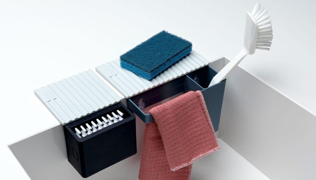 Die Schweizer Firma Kuhn Rikon bietet praktische Aufbewahrungsboxen mit Saugnäpfen für jede Spüle. (Foto: Kuhn Rikon)