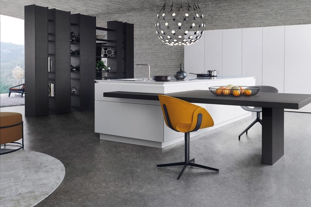 Einige Küchenhersteller, die sich bislang als Einstiegs- und Premiummarke positioniert haben, verlagern sich dank der steigenden Nachfrage an Qualitätsküchen zunehmend auf das Luxussegment. Auch die Architektur spielt eine immer gewichtigere Rolle. (Foto: LEICHT)