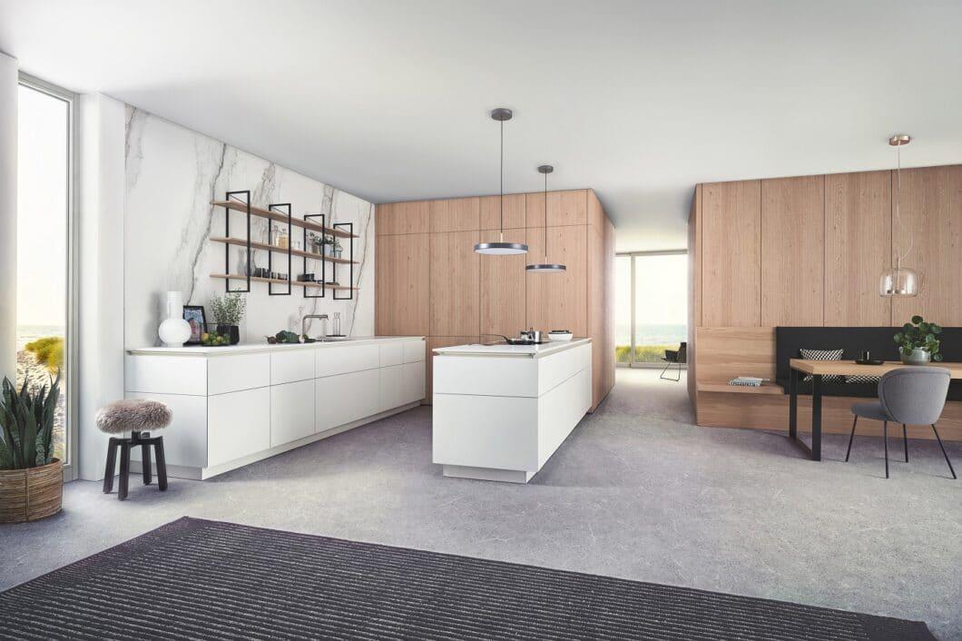 """""""Bossa"""" von LEICHT fasziniert mit schmalen, aneinander gereihten Holzstäben, die eine geschlossene Wohnwand bilden - und in der Eichenfassung an den skandinavischen Wohnstil anknüpfen. (Foto: LEICHT)"""