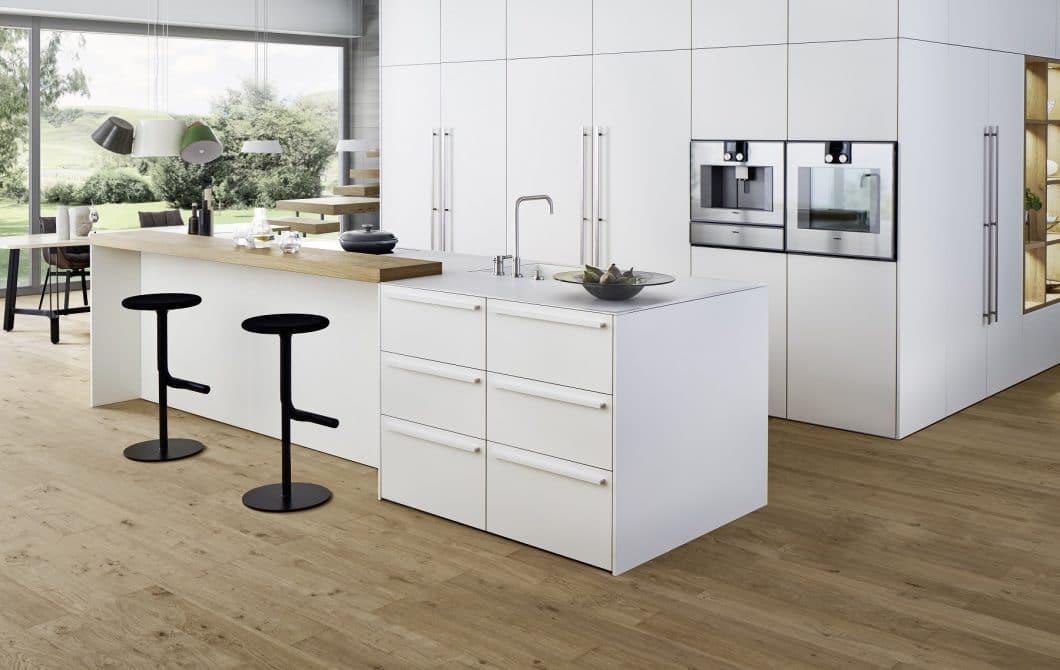 """LEICHT investiert in Innovation: Mit dem Wohnkubus """"BONDI-E XYLO"""" stellte der derzeit führende Premiumküchenhersteller ein Wohnküchen-Konzept vor, das einen begehbaren Vorrats- und Stauraum vorsieht. (Foto: LEICHT)"""