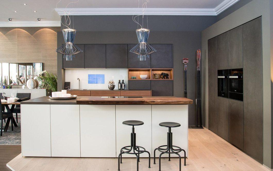 Das Unternehmen hat sich auf die hochwertigen Premiumküchen-Anbieter eggersmann und LEICHT sowie frei planbare Küchen spezialisiert. Passend zum Wohntraum kann so auch das Herz des Hauses individuell gestaltet werden. (Foto: Kelzenberg)