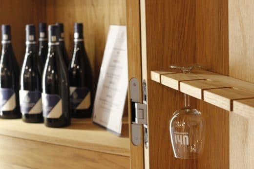 Alle Küchenräume in der City of innovative living sind so wohnlich gestaltet, dass man sofort einziehen möchte. Benutzt werden können die entsprechenden Weine z.B. bei feierlichen Veranstaltungen. (Foto: Scheffer)