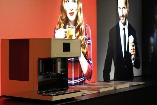 Als exklusiver Partner der City of innovative living zeigt sich Miele in einem kleinen Seecontainer mit seinen hochwertigen Kaffeevollautomaten. (Foto: Scheffer)