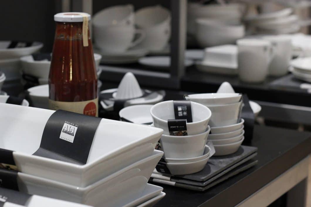 Die City of innovative living ist auch deshalb so charmant, weil sie nicht nur auf das Konzept der Aussteller setzt, sondern auch Küchen-Accessoires und Dekorationselemente rund um die Küche präsentiert - diese können auch direkt geshoppt werden. (Foto: Scheffer)