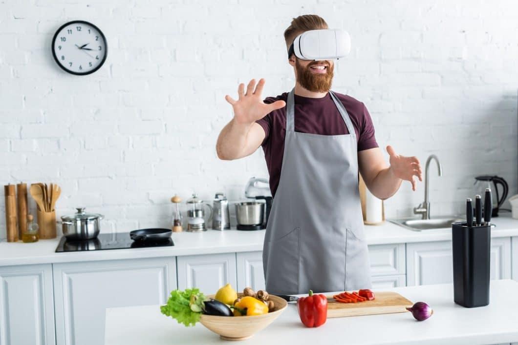 Virtual Reality in der Küchenplanung bedeutet künftig nicht nur, die geplante Küche in 3D und 360°-Winkel vor sich zu sehen, sondern auch, mit ihr interagieren zu können. (Foto: lightfieldstudios)