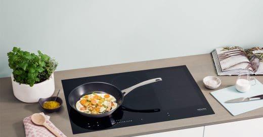 Kleine Extras und Besonderheiten der Miele TempControl: z.B. die Funktion des Köchelns bei Suppen - ohne Spritzer. (Foto: Miele)