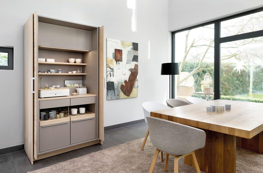 Die Poggenpohl Stage+ lässt sich individuell zusammenstellen und kann unterschiedliche Funktionen erfüllen: Von einem integrierten Schreibtisch bis hin zur Schrankküche. (Foto: Poggenpohl)