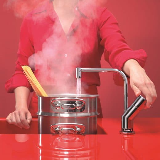 Mit einem Quooker, der im Wasserhahn kochend heißes Wasser bereithält, lässt sich Pasta in wenigen Minuten zubereiten - lecker und energiesparend. (Foto: quooker.de)