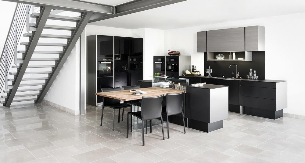 Poggenpohl und Porsche: das steht für die Allianz zweier Luxusmarken, die ihren hohen Anspruch an Materialqualität und Design in mehreren Küchenmodellen - vorwiegend männlicher Ausrichtung - bündeln wollen. (Foto: Poggenpohl)