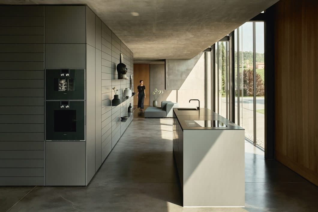 Elegant, zutiefst minimalistisch und von hoher Qualität: Poggenpohl ist der älteste Küchenhersteller Deutschlands und zählt noch immer zu den großen Luxusmarken. (Foto: Poggenpohl)