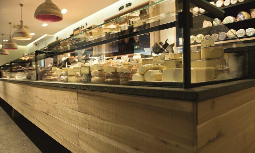 Käse und Wein, das muss sein: Es repräsentiert das südtirolerische Lebensgefühl in den feinsten Geschmacksnuancen. (Foto: Ulrich Egger, Pur Südtirol Bruneck)