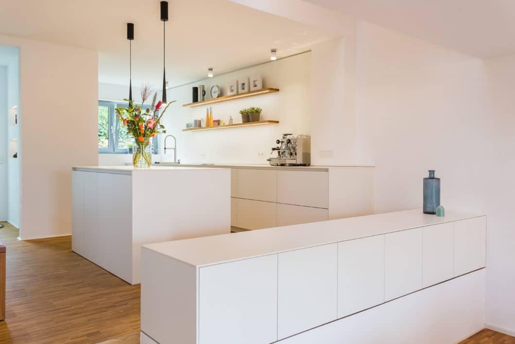 Verwinkelt oder im Mittelpunkt, groß, klein, offen, puristisch, im Landhausstil und mit angegliedertem Esstisch: eine Küche planen zu lassen, bedarf einer guten Vorbereitung - und jeder Menge Inspiration. (Foto Lang Küchen & Accessoires)