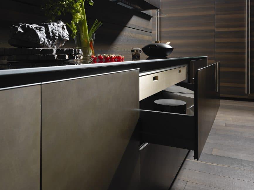 Die Riciclantica Inox Touch ist ein Traum aus Metall und Schichtstoff. Küche: Valcucine