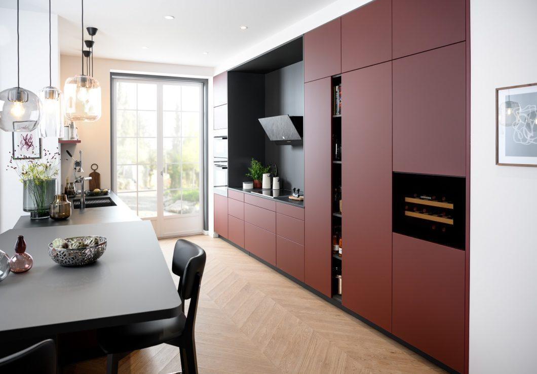 SCHMIDT Küchen ist einer der wenigen Hersteller, die komplett eigenständige Studios betreiben und darin neben Küchen im Einstiegs- und gehobenen Segment auch Bad-, Wohn- und Garderobenmöbel auf Maß bieten. (Foto: SCHMIDT Küchen)