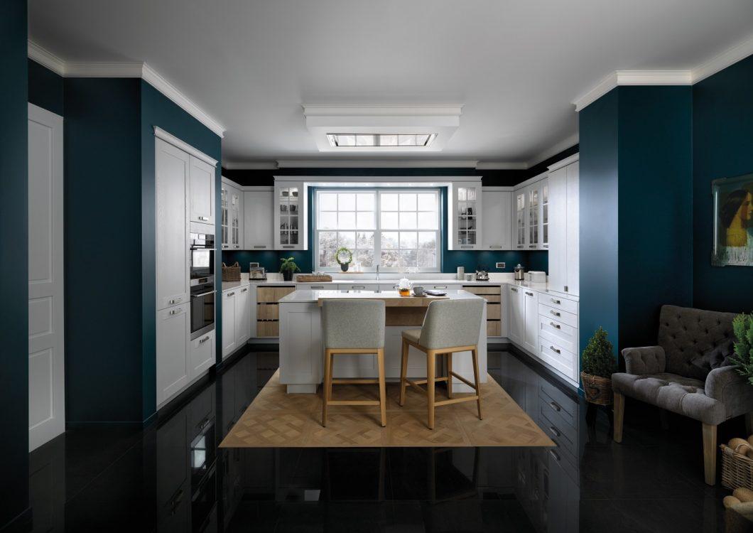 Für jeden etwas im Repertoire: SCHMIDT-Küchenstudios führen zwar allein das Unternehmen als Universalmarke, decken aber alle Küchenstile - vom warmherzigen Landhausstil bis zum puristisch-kühlen Modernismus - alles ab. (Foto: SCHMIDT Küchen)