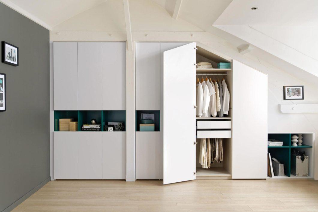 Viele Küchenhersteller, die auch im günstigeren Segment operieren, haben ihr Sortiment längst auf Ankleiden, Schlafzimmer- und Büromöbel erweitert. (Foto: SCHMIDT Küchen)