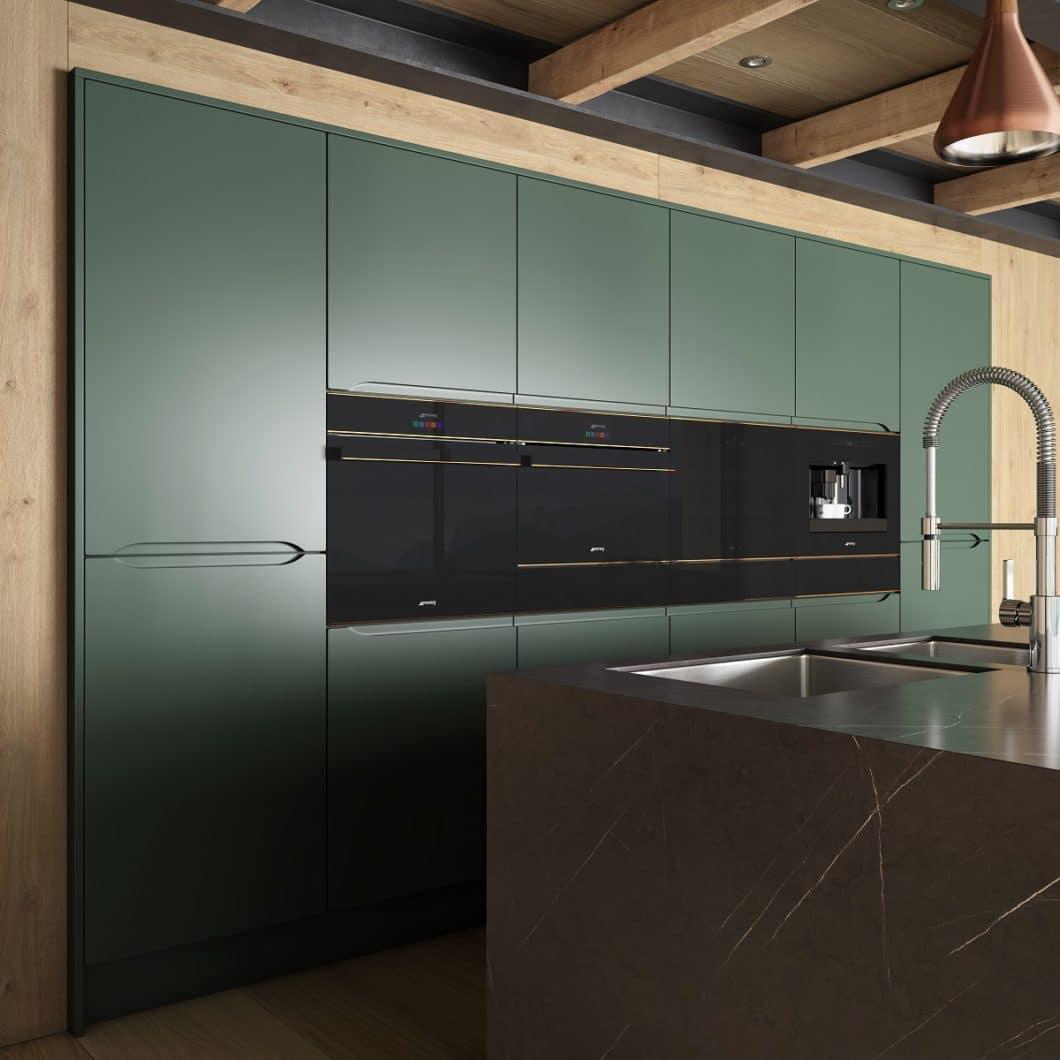 Die Kollektion DOLCE STIL NOVO von SMEG überzeugt ebenfalls mit ästhetisch-minimalistischem Design, allerdings in glänzendem Schwarzglas mit Kupferelementen. (Foto: SMEG)